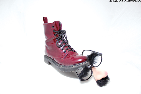 FootNGlasses_main2