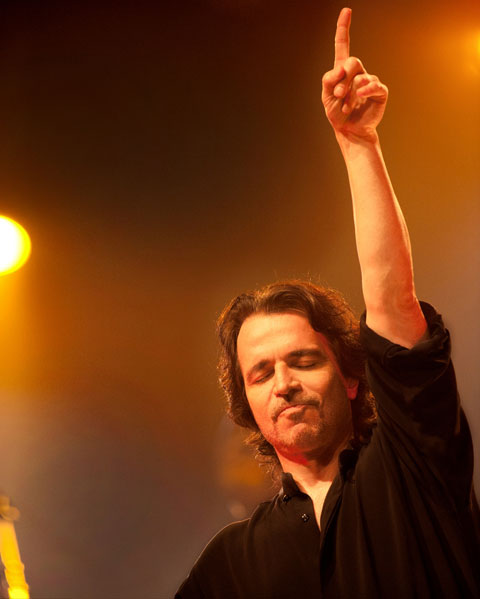 Yanni comes to Boston
