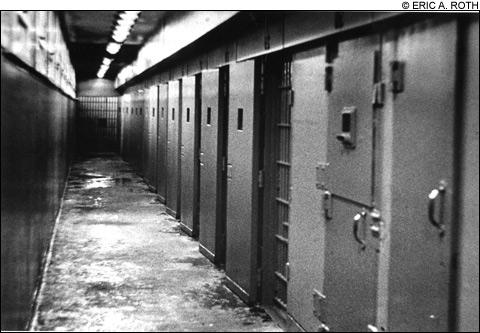 1008_prison2_main2