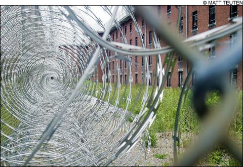 1008_prison2_main